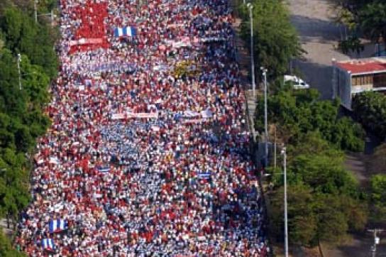 Der Zug kurz vor dem Platz der Revolution