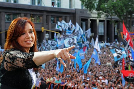 Fernández beim anschließenden Festakt vor dem Parlament