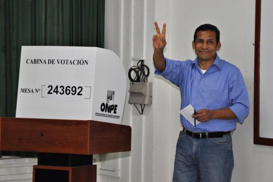 Ollanta Humala bei der Stimmabgabe
