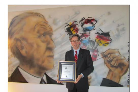 Volker Pellet mit Urkunde