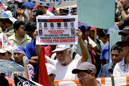 Protest gegen Ríos Montt und andere Funktionäre der Diktatur