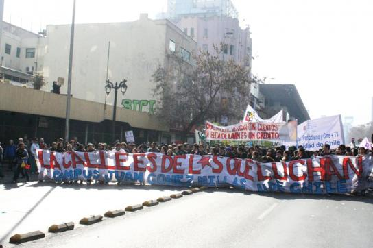 """Transparent mit der Aufschrift """"Die Straße gehört denen, die kämpfen"""""""