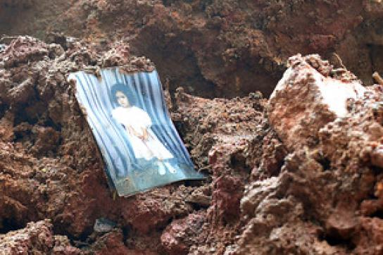 Bild eines Kindes in den Trümmern von Nova Friburgo