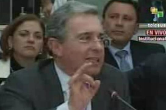 Àlvaro Uribe vor dem Untersuchungsausschuss des kolumbianischen Kongress