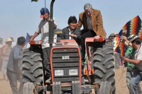 Präsident Morales bringt Quinoa-Saat aus