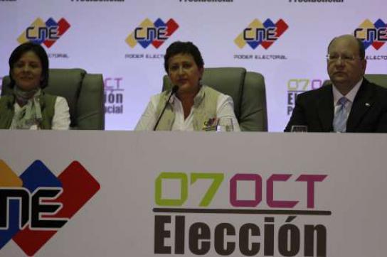 Wahlbehörde CNE: Wahllokale mit Warteschlangen bleiben geöffnet