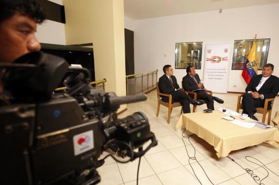 Ecuadors Präsident Rafael Correa während eines Interviews mit TV Perú und der Ta