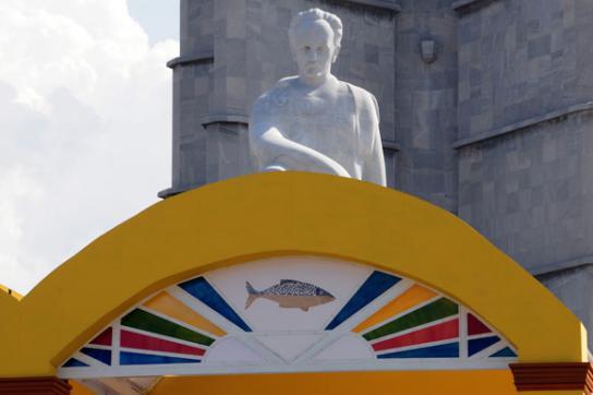Die Bühne für den Papst auf dem Platz der Revolution in Havanna steht schon