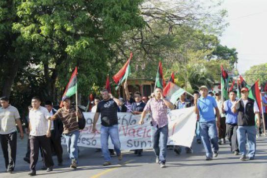 Indigene bei Protestmarsch gegen Bergbauprojekte in Ngöbe-Buglé