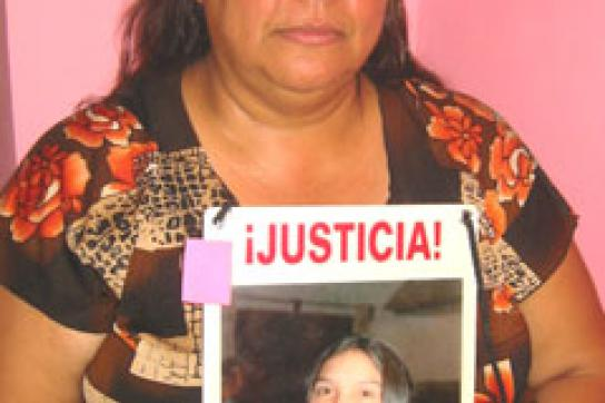 Norma Andrade mit dem Foto ihrer entführten Tochter Alejandra