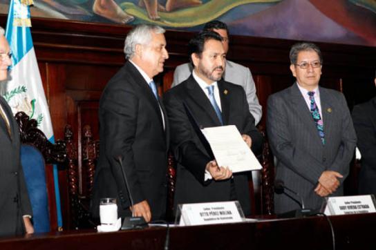 Otto Pérez Molina und Kongresspräsident Gudy Rivera