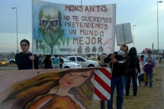 Protest und Transparent gegen Monsanto