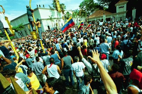 Die Mehrheit der Bevölkerung geht für die Regierung auf die Straße