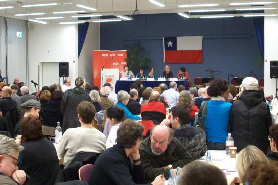 Volles Haus in Frankfurt: über 300 Menschen wollten die Gäste aus Chile hören