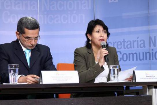 Fernando Alvarado und die Ministerin für die politische Koordination, Betty Tola