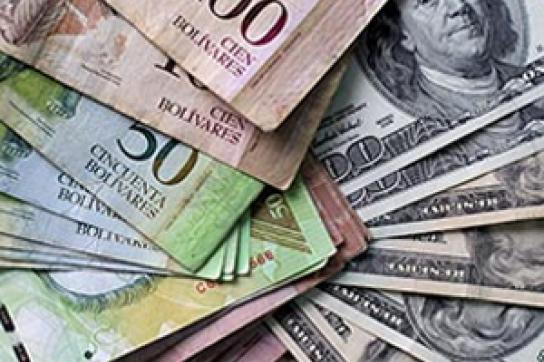 Bolívar- und Dollar-Scheine