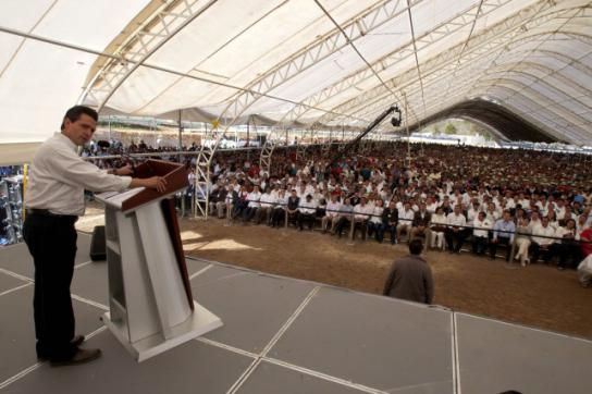 Präsident Enriqiue Peña Nieto hält eine Rede