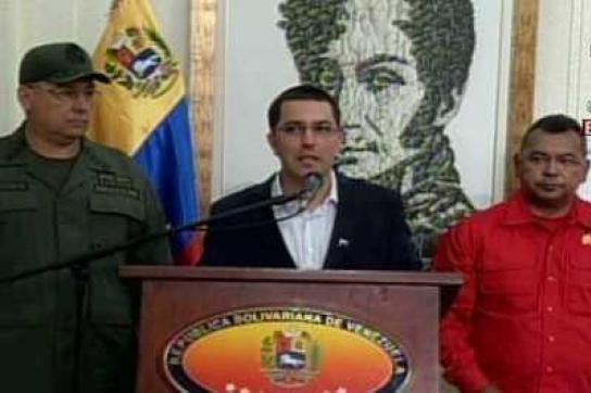 Minister Molero und Reverol sowie Vizepräsident Arreaza