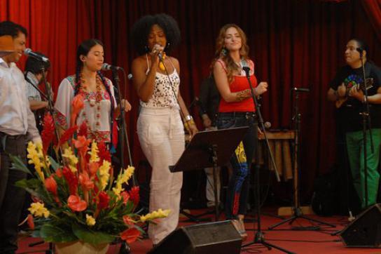 Ecuadorianische Musiker bei der Eröffnungsgala der Buchmesse in Havanna