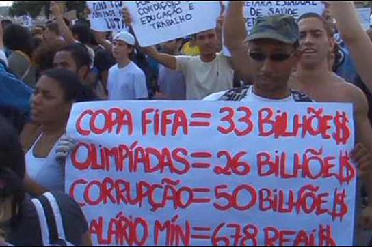 """Proteste gegen Milliardenausgaben für WM und Olympia: """"FIFA-WM: 33 Milliarden"""""""