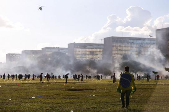 Brasilias Regierungsviertel in Rauch