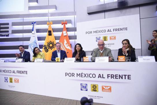 Vertreter der Parteien PAN, PRD und MC bei einer Pressekonferenz