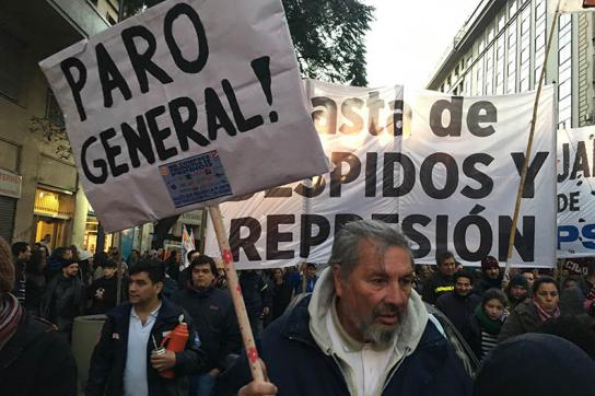 Transparente bei der Demonstration am 18. Juli in der Hauptstadt von Argentinien