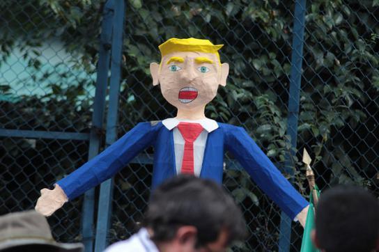 Puppe von US-Präsident Trump bei Protesten in Mexiko