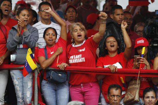"""""""Chavistas"""" bei einer Gedenkveranstaltung in Venezuela"""