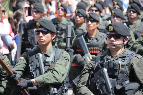 Schwerbewaffnete Mitglieder der Nationalpolizei in Kolumbien
