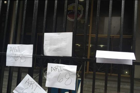 Parlamentsabgeordnete berufen sich auf Verfassung von Venezuela