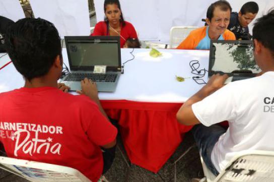 In ganz Venezuela lassen sich Bürgerinnen und Bürger neue Ausweise ausstellen