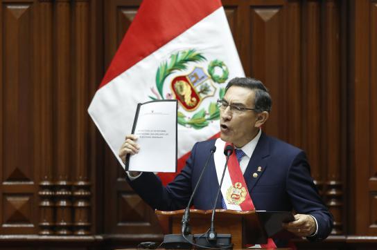 Präsident Vizcarra forderte im Kongress Neuwahlen