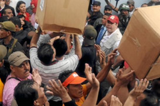 Zelaya mobilisiert die Bevölkerung