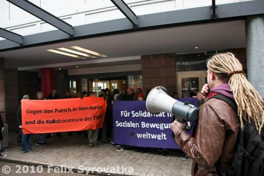 """Protest gegen FDP-""""Kollaboration"""" mit Putschisten"""