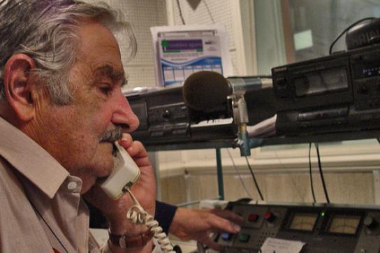 Uruguay: Mujica knüpft Kontakte